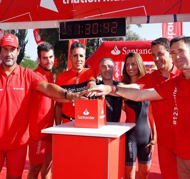 Miguel Indurain capitaneó el Santander Triatlón de Madrid más solidario